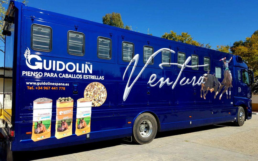 Diego Ventura estrena diseño en el camión de sus caballos