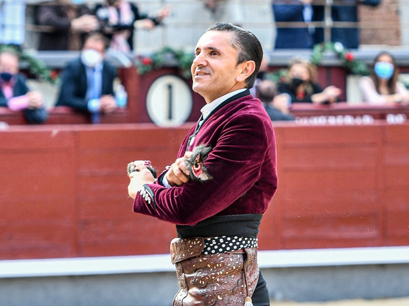 Diego Ventura dona a ANEF sus honorarios de Madrid